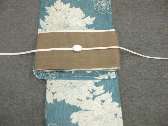 女性 レディース浴衣 古典柄(牡丹)ブルー浴衣細帯 帯留4点セットA 茶色きびら麻細帯