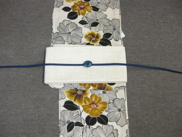 女性 浴衣 古典柄 鉄線花柄-生成り地-からし色ー浴衣・紗細帯 帯留4点セット