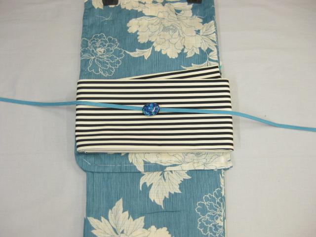 女性 レディース浴衣 古典柄(牡丹)ブルー浴衣細帯 帯留4点セットA 縞細帯