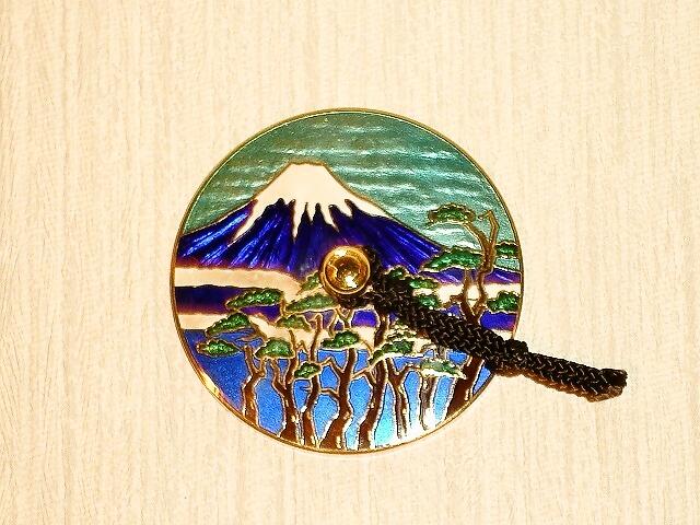 世界遺産の日本を代表する富士山をデザインした文鎮。サイズ 直径7cm 七宝焼 文鎮 富士文鎮
