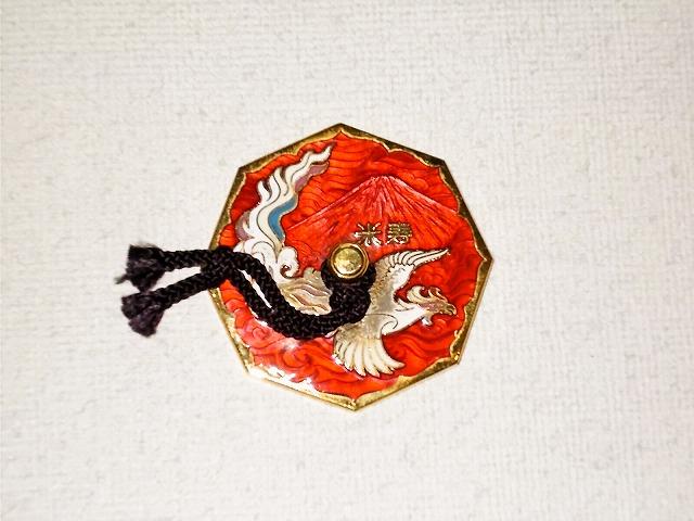 八角形の七宝焼き文鎮。富士山の下地に鳳凰。88歳、米寿の文字入り。本体サイズ、約7cm。 七宝焼 文鎮 米寿