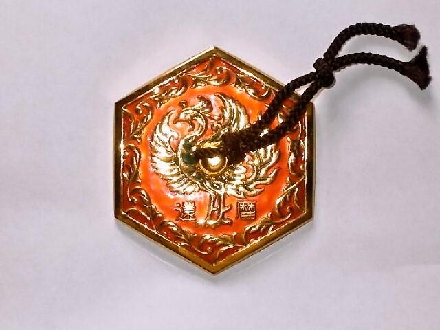 六角形の七宝焼き文鎮。鳳凰のデザイン。60歳、還暦の文字入り。本体サイズ、約7cm。 七宝焼 文鎮 還暦