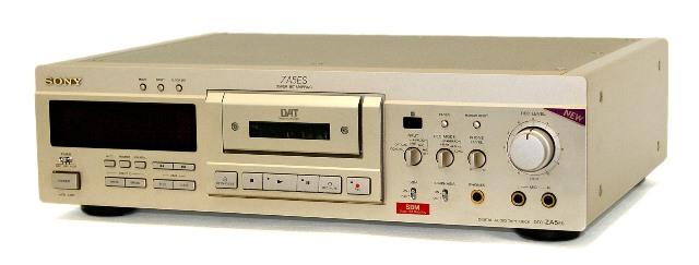 【中古】迅速発送+送料無料+動作保証!値引交渉歓迎! SONY ソニー DTC-ZA5ES ゴールド デジタルオーディオテープデッキ(DATデッキ) リモコン欠品【@YA管理1-53-250685】