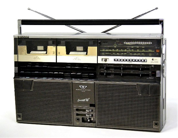 【中古】迅速発送+送料無料+動作保証!値引交渉歓迎! SHARP シャープ GF-808 FM/AM ステレオカセット ザ・サーチャーW【@YA管理1-53-91022553】