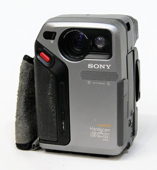 【中古】迅速発送+送料無料+動作保証!値引交渉歓迎! SONY ソニー CCD-SC9 ハイエイトビデオカメラ(VideoHi8/8mmビデオカメラ/ハンディカム)【@YA管理1-53-34586】