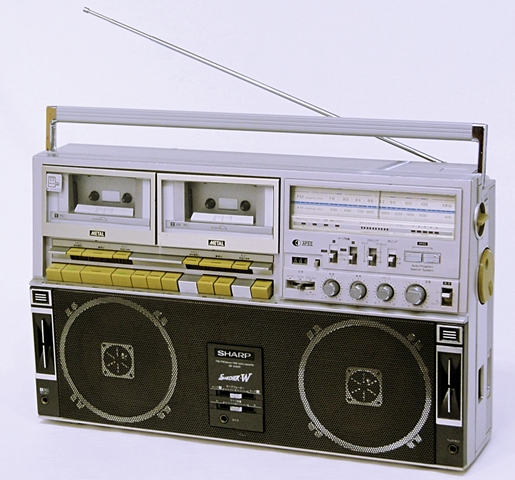【中古】迅速発送+送料無料+動作保証!値引交渉歓迎! SHARP シャープ GF-818ST シルバー FM/AM ステレオカセット ザ・サーチャーW【@YA管理1-53-10627426】