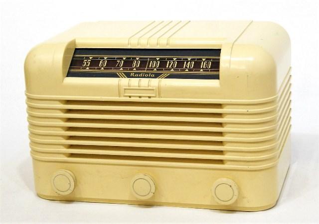 【中古】迅速発送+送料無料+動作保証!! Radiola 真空管AMラジオ【@YA管理1-53-B13815】