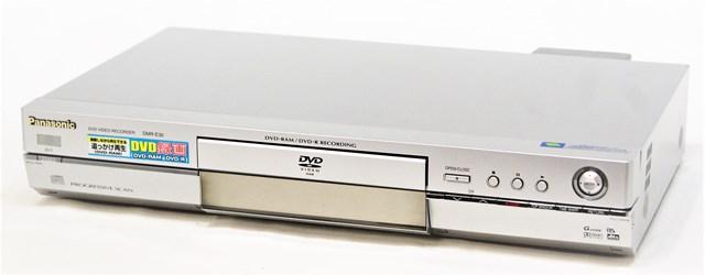 【中古】迅速発送+送料無料+動作保証!値引交渉歓迎! Panasonic パナソニック DMR-E30-S シルバー DVDビデオレコーダー(地デジチューナー非搭載・HDD非搭載)【@YA管理1-53R-KU2CA010729】