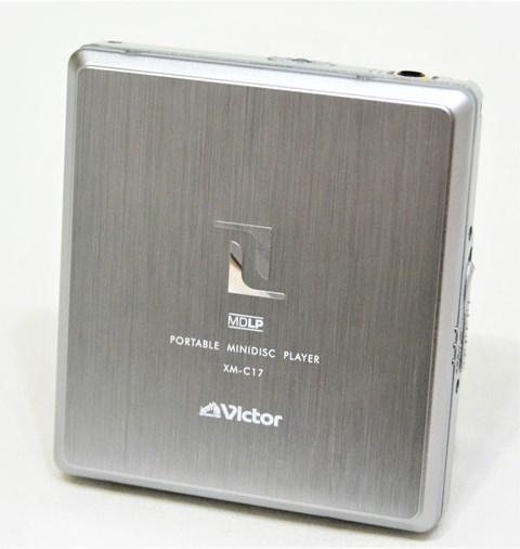 【中古】迅速発送+送料無料+動作保証!! <<ランクAの美品>> Victor ビクター JVC XM-C17-S シルバー ポータブルMDプレーヤー(MD再生専用機) MDLP対応【@YA管理1-53-122C0964】