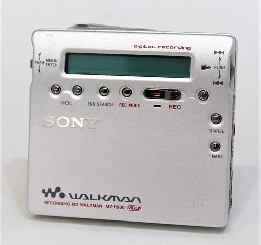 【中古】迅速発送+送料無料+動作保証!! SONY ソニー MZ-R900-S シルバー レコーディングMDウォークマン(ポータブルMDレコーダー) MDLP対応【@YA管理1-53-D553305】