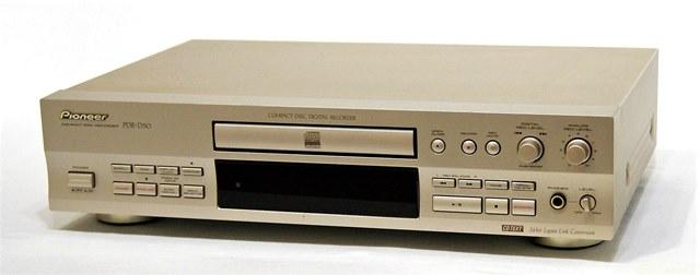 【中古】迅速発送+送料無料+動作保証!! PIONEER パイオニア PDR-D50 コンパクトディスクレコーダー (24bitレガート・リンク・コンバージョン搭載CD-R/CD-RWレコーダー)【@YA管理1-53-UJNN001342JP】