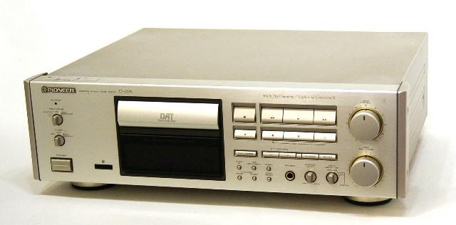 【中古】迅速発送+送料無料+動作保証!! PIONEER パイオニア D-07A デジタルオーディオテープデッキ (DATデッキ) リモコン欠品 ビンテージ ヴィンテージ レトロ アンティーク【@YA管理1-53-QD1002296N】
