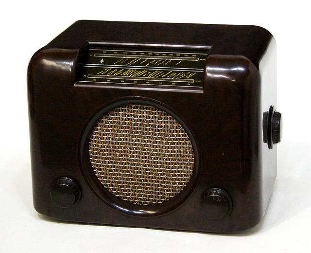 【中古】迅速発送+送料無料!値引交渉歓迎! BUSH RADIO ブッシュ・ラジオ TYPE DAC90 brown 真空管卓上ラジオ MT管5球スーパー MW/LW 2BAND 欧州200~250V仕様 ビンテージ ヴィンテージ レトロ アンティーク【@YA管理1-53-79845】