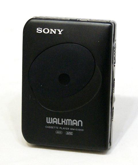 【中古】迅速発送+送料無料!! 《ジャンク品》 SONY ソニー WM-EX909-B ブラック カセットウォークマン (ポータブルカセットプレーヤー) 再生専用機【@TA管理1-53R-A137511】