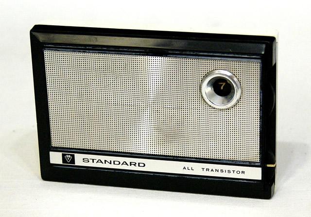 【中古】迅速発送+送料無料+動作保証!! STANDARD スタンダード SR-F403 MW(AM)ポケットラジオ ビンテージ ヴィンテージ レトロ アンティーク【@YA管理1-53-163134】