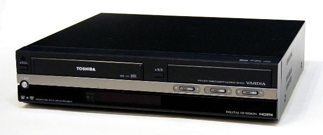 メーカー:TOSHIBA 発売日:2007年10月 【中古】迅速発送+送料無料+動作保証!! TOSHIBA 東芝 RD-W301 VARDIA デジタルハイビジョンチューナー内蔵 VTR一体型ハードディスク  DVDレコーダー HDD:300GB 専用リモコン付【@YA管理1-53-SLB7X05144】