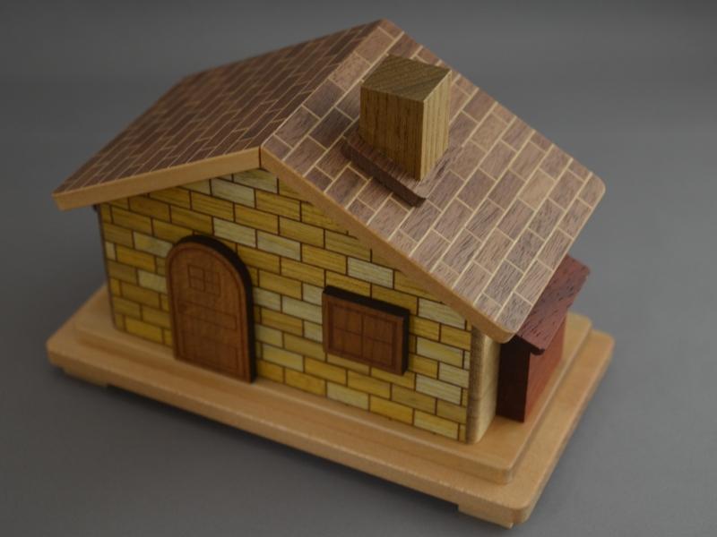 【秘密箱】箱根 寄木細工 ひみつ箱 12回 家型 【Japanese Puzzle Box】【Trick Box】12 Steps 箱根寄木細工