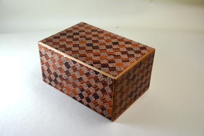 6寸10回秘密箱 引き出し付 赤市松 ひみつ箱 箱根 寄木細工