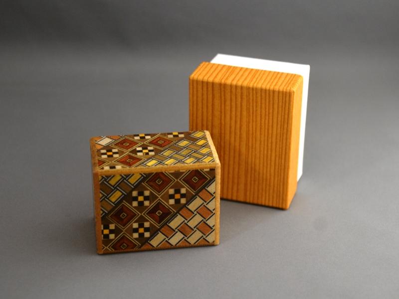 箱根 寄木細工 秘密箱 与え 雑貨 ひみつ箱 2寸 7回 箱根寄木細工 小寄木 Trick ブランド買うならブランドオフ 2 Box Sun Steps Puzzle 7 Japanese