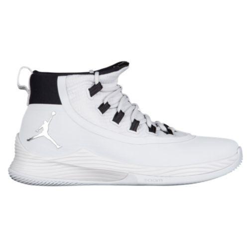 (取寄)ジョーダン メンズ バッシュ ウルトラ フライ バスケットシューズ 2 Jordan Men's Ultra.Fly 2 Pure Platinum Metallic Silver White