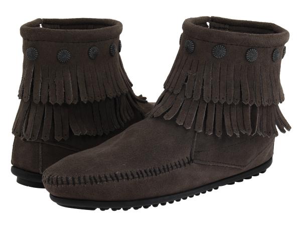 (取寄)ミネトンカ レディース ダブル フリンジ サイド ジップ ブーツ Minnetonka Women Double Fringe Side Zip Boot Grey Suede
