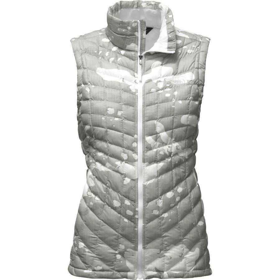 (取寄)ノースフェイス レディース ThermoBall インサレーテッド ベスト The North Face Women ThermoBall Insulated Vest Tnf White Woodchip Print