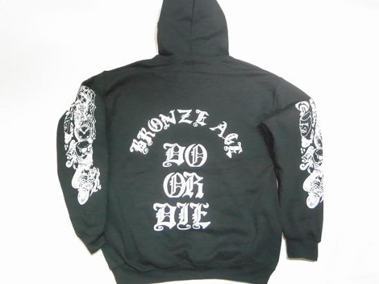 BRONZE AGE ブロンズエイジ DO OR DIE オールドイングリッシュ ブラック セール特別価格 保障 パーカー 黒 プルオーバーフードスウェット