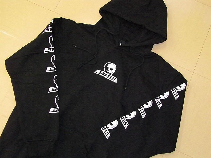 SKULL SKATES スカルスケーツ 定番スカルロゴ フードスウェット パーカー 黒x白