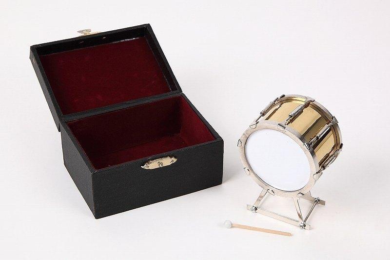 送料無料新品 マーチングバンドにかかせない打楽器 ドンドンと奏でそうです 新着セール ■ミニチュア楽器 マーチングドラム