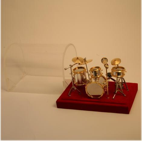 太鼓が4つ シンバル3つ そしてマイクと丸椅子がついているセットです ■ミニチュア楽器 1 高品質新品 ドラムセット 18サイズ 格安店
