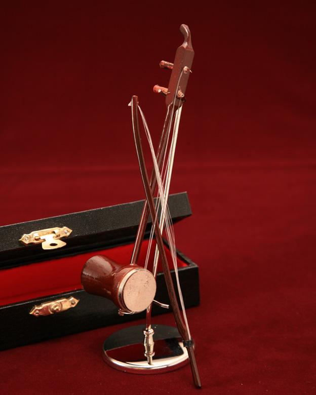 中国の伝統を感じる楽器 弓がついていて可愛いです 本店 ■ミニチュア楽器 通販 激安◆ 14cm 二胡