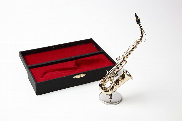 ミニチュア楽器 送料込 アルトサックス 贈り物に 商舗 1 6サイズ