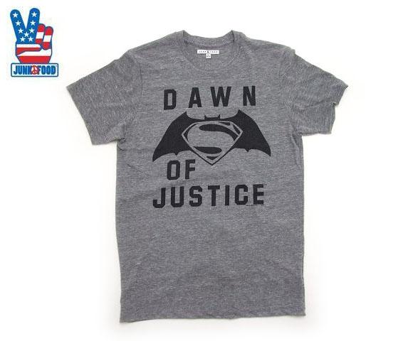 USサイズ D6053-7780 JUNK おトク NEW FOOD バッドマンvsスーパーマン半袖Tシャツ グレイ ジャンクフード