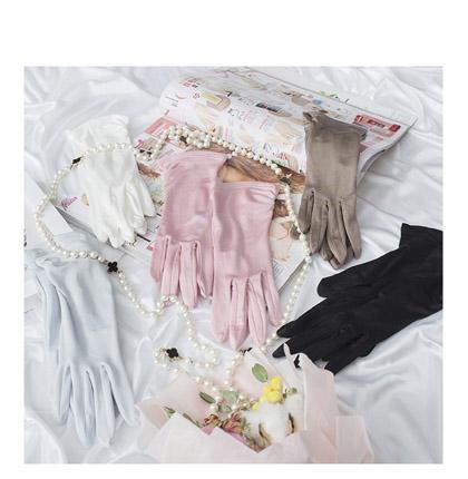 シルク100% 手袋 絹 信頼 おやすみ 睡眠 就寝用 うるおい 乾燥 保湿 シルク手袋シルク silk ついに入荷 予防 UVカット 紫外線予防 効果手荒れ ハンドケア 肌荒れ