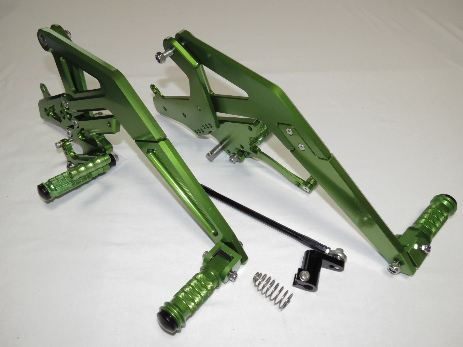 Ninja650 ER-6f/n 12-16、Ninja400 14-17 調整式バックステップセット CNCタンデム付 緑