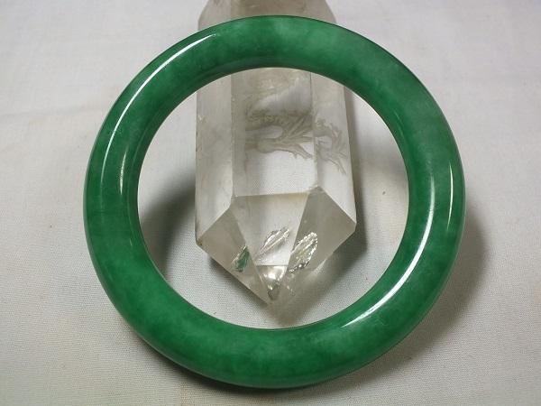 セール特価 緑色が綺麗な硬玉 ヒスイ輝石 ジェイダイト !超美品再入荷品質至上! 内径59mm ■龍香堂■☆ミャンマー翡翠バングル Jadeite