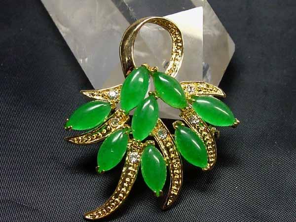 緑色が綺麗な ■龍香堂■☆ミャンマー翡翠ブローチ(b-G)