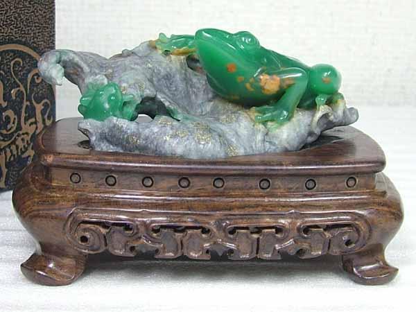 ■龍香堂■☆珍品!四川翡翠緑 台付き置物「青蛙」