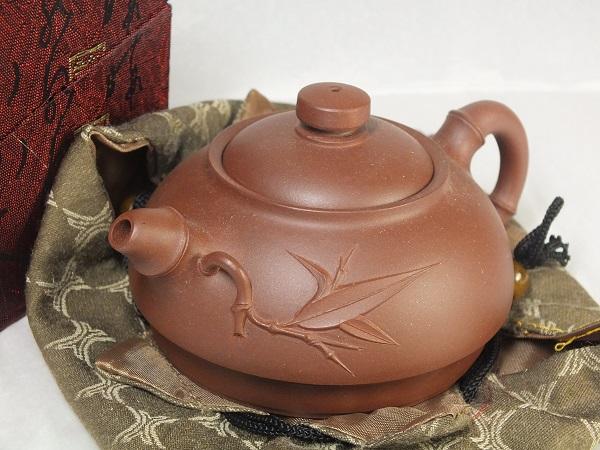 最高の道具として珍重されてきました ■龍香堂■ 中国宜興(イーシン)紫砂(しさ)茶壷(急須)128mm