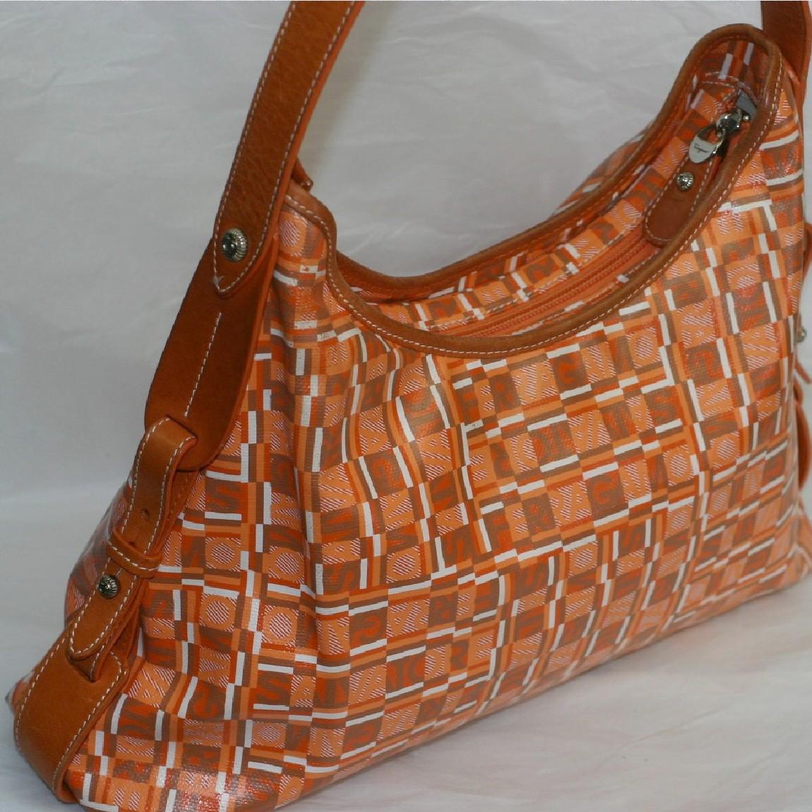 【中古】本物フェラガモ女性用オレンジ色エンビ素材ロゴマークプリント茶色革セミショルダーバッグ