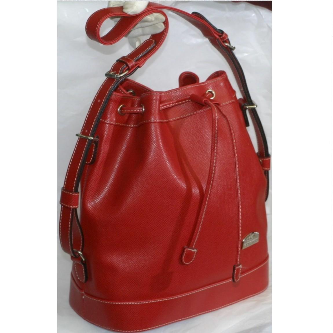 【中古】本物可ハーネスハウス女性用赤いボコボコした質感の巾着ショルダーバッグ