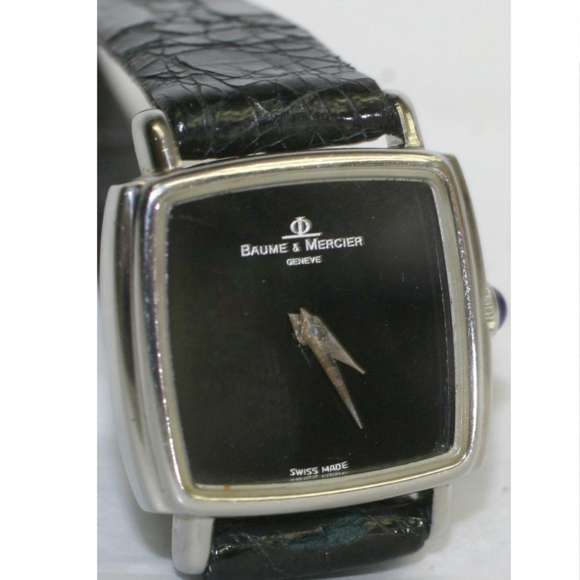 【中古】本物完動美品ボーン&メルシエ女性用アンティークな手巻きの時計黒い文字盤リュ―ズ先端にネイビーの石付 1ヶ月保障付