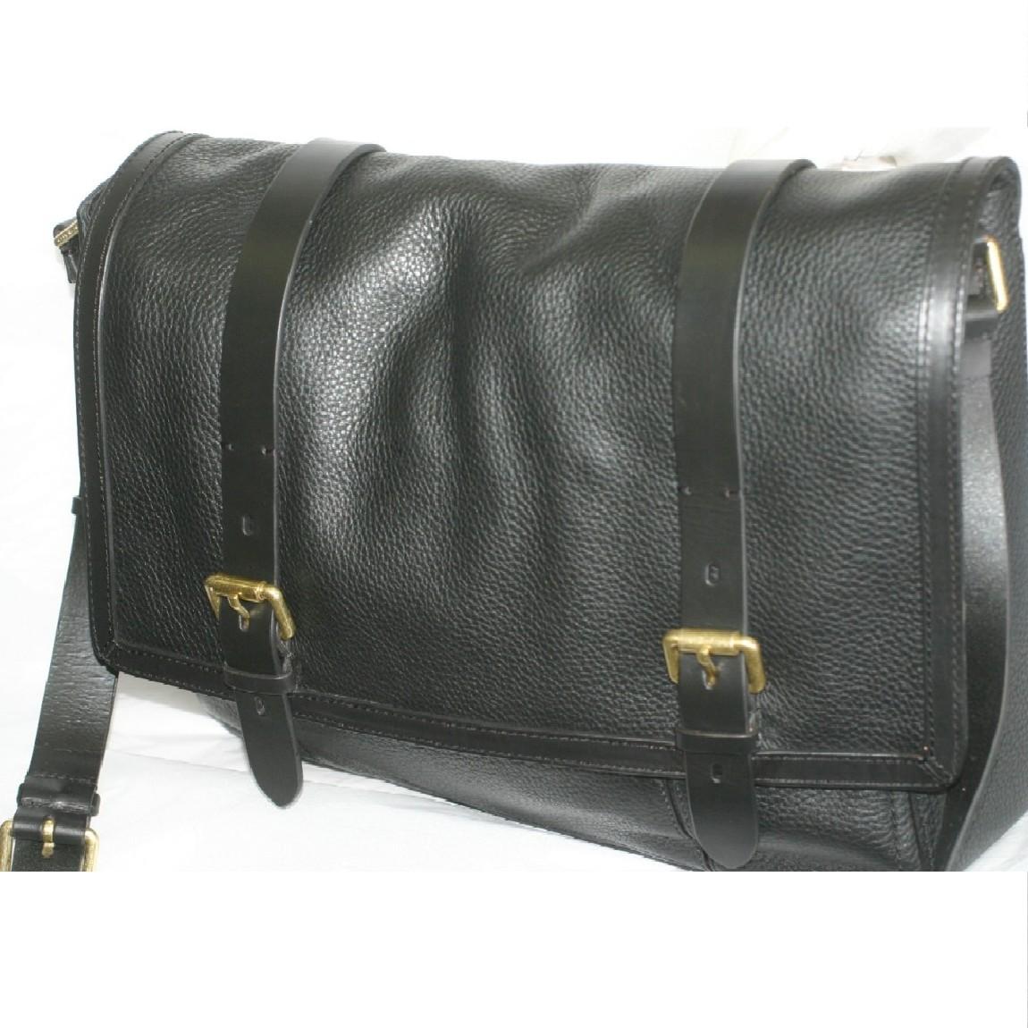 【中古】本物新品未使用コールハーン紳士用斜め掛け可能黒いボコボコした質感のメッセンジャーバッグM10711 サイズW39H29D10cm