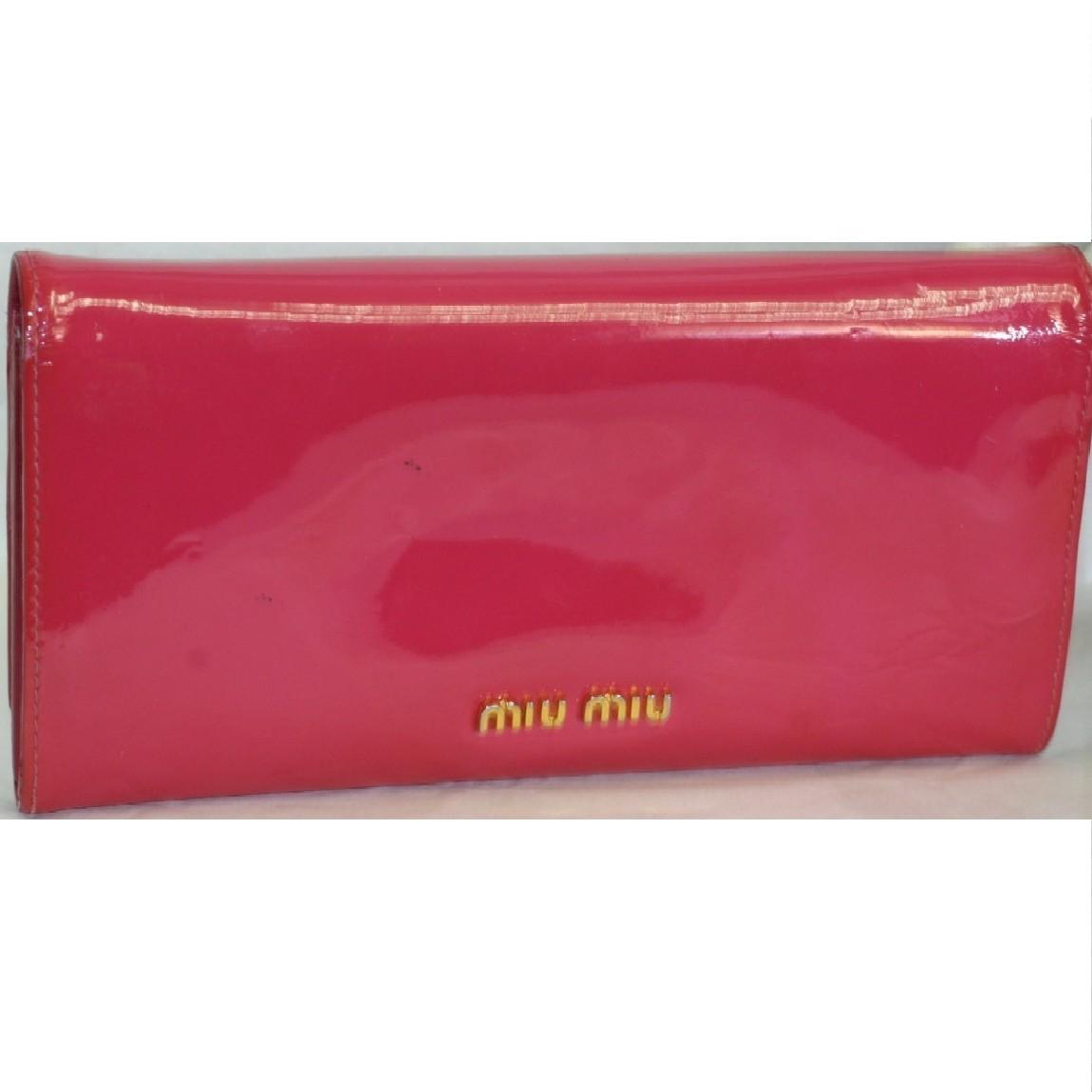 【中古】本物綺麗ミュウミュウ女性用濃いピンク色エナメル素材19,2x10cmホック式長財布