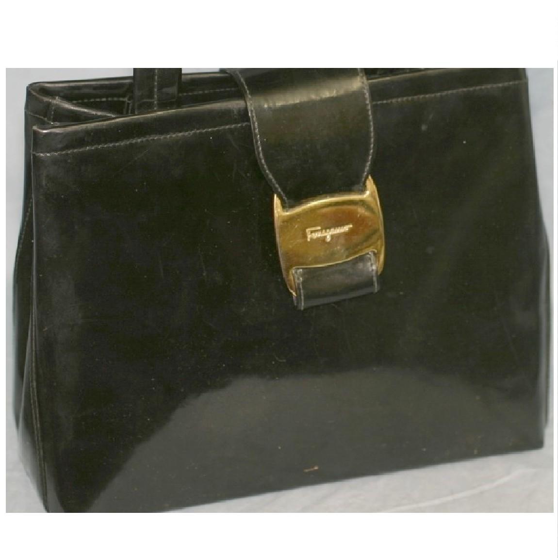 【中古】本物フェラガモ女性用23x20,5センチショルダ-付黒エナメルバッグ