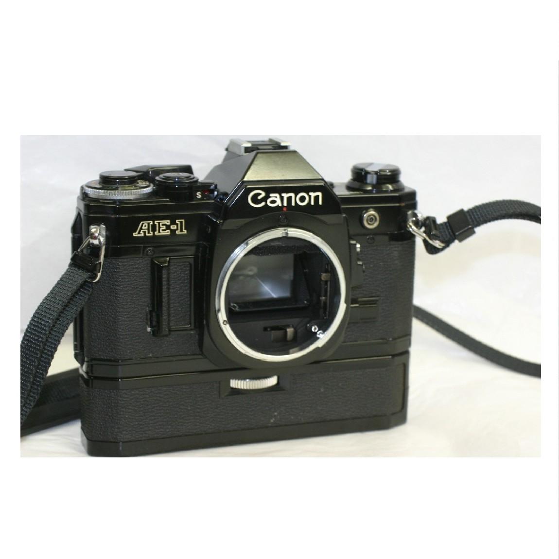 【中古】完動美品キャノン35mmフィルム仕様黒ボディマニュアルカメラAE-1に純正パワーワインダーA保障つき 290712-3