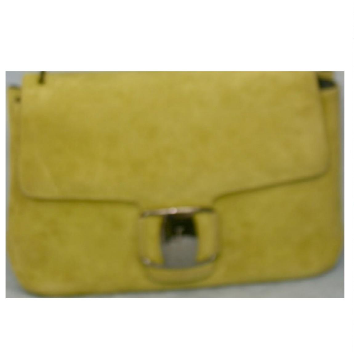 【中古】本物美品フェラガモ女性用若草色スエ-ド素材27センチショルダ-バッグ