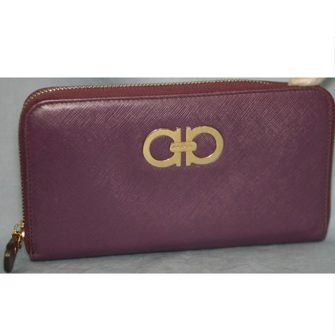 【中古】本物綺麗フェラガモ女性用紫色革ラウンドファスナー長財布