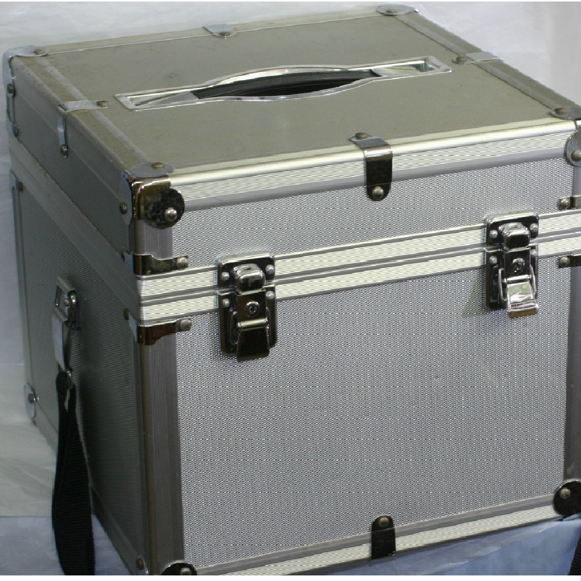 【中古】本物USED日本プロフォートのプロカメラマン用大判カメラ収納用アルミ素材のハードケース サイズW32H29D32cm