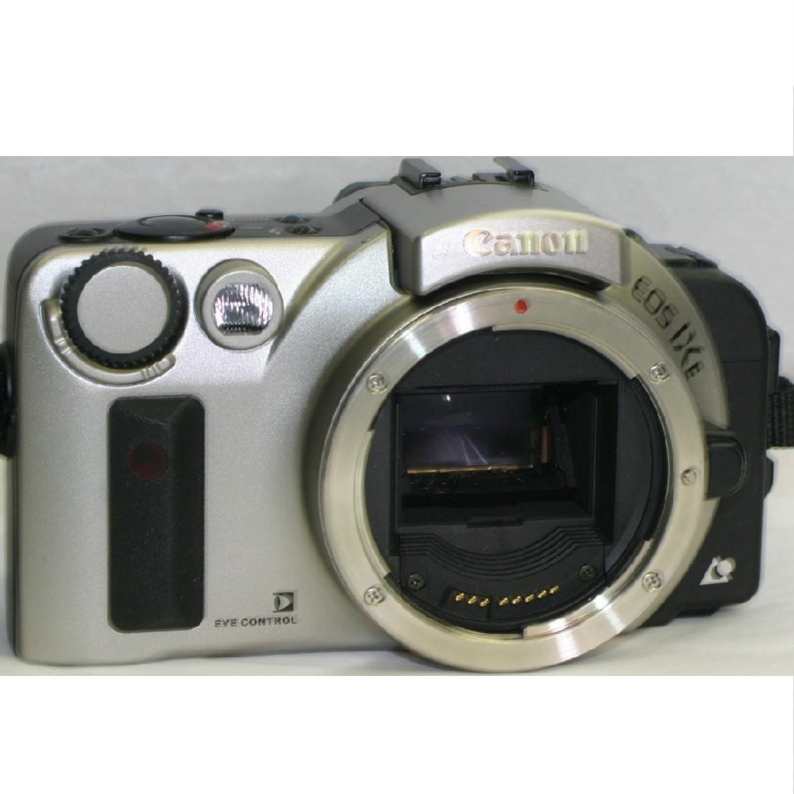 【中古】ほぼ新品キャノンAPSフィルム使用お洒落なフォルムの1眼レフカメラEOS IXEシルバーボディ動作確認済み1ヶ月保証付き 〇FF-38